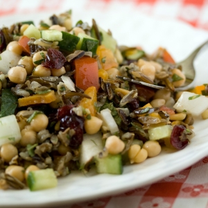 ee-camelinaOil-WildRiceChickpeaSalad_6098_1000